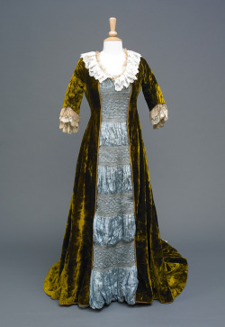 fripperiesandfobs:  Aesthetic dress, 1880-90 From the Hull Museums   Oh I want this one the best