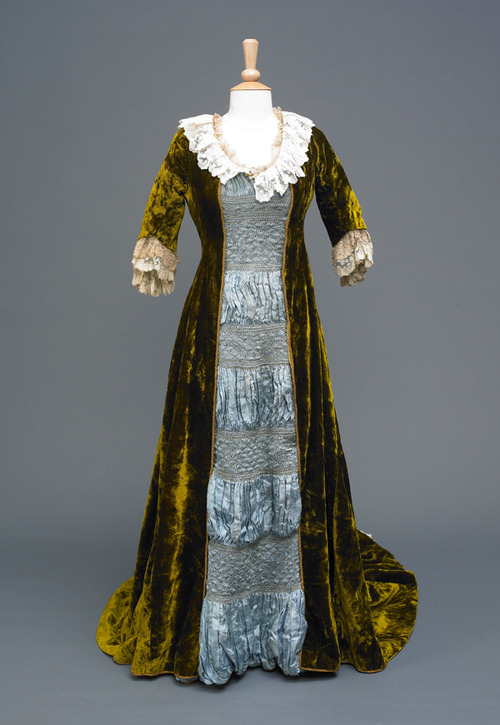 fripperiesandfobs:  Aesthetic dress, 1880-90 From the Hull Museums
