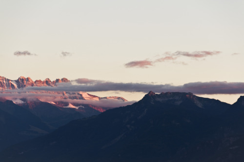 magicsystem:  Red mountain tops (by In a Beautiful Place Out in the Country)