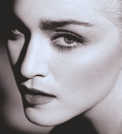 amen-madonna:  Herb Ritts Close Up '86
