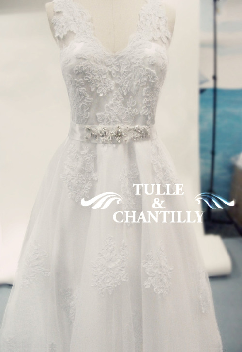 tulleandchantilly:  Today we present to you a handmade vintage lace bridal wedding dress, which is classy and elegant!