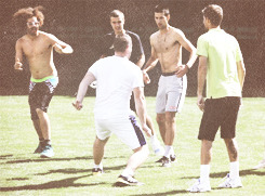mrs-djokovic:   Novak Djokovic playing football in Indian Wells.  (x)