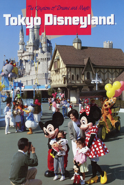 vintagedisneyparks:  Rare 1989 Tokyo Disneyland English guidebookYou can look at the full guidebook HERE.