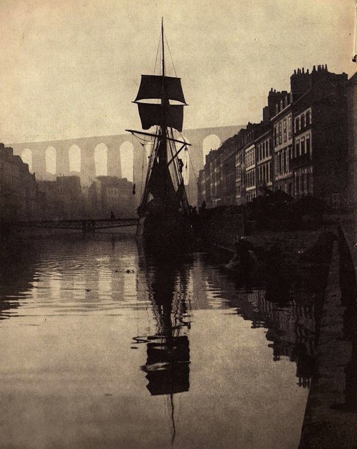 style-division:  'Le Port de Morlaix' photo by Charles Koechlin (1900).