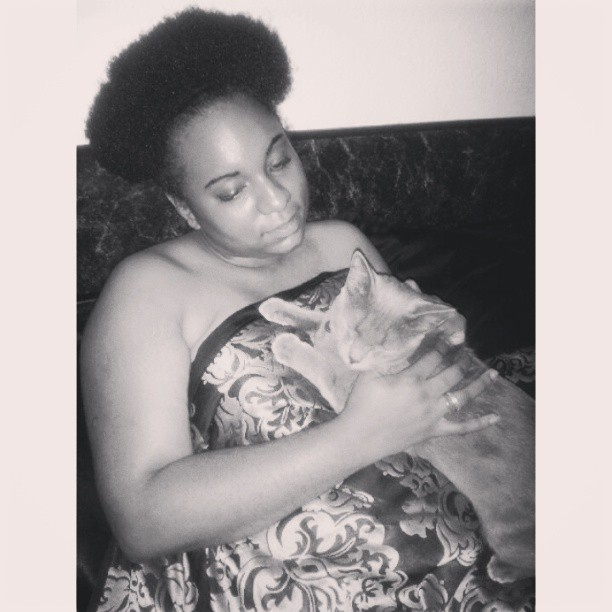 Khris sent me this pic of me dozing off with the Cat in my arms. Awww #cats #kitty #pets #love #life #skin #fro #teamnatural #teamnatural_ #frolife #kinky #bedtime #sleepy