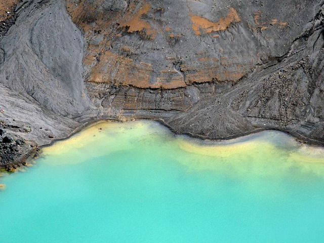 tropicalism:  Irazú Volcano – Crater Lake by fexlboi on Flickr.