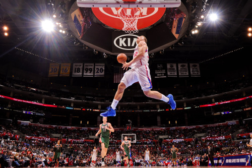 nba:  Blake Griffin of the Los Angeles Clippers dunks on a fast break against the Milwaukee Bucks at Staples Center on March 6, 2013 in Los Angeles, California. (Photo by Andrew D. Bernstein/NBAE via Getty Images)  KILLIN