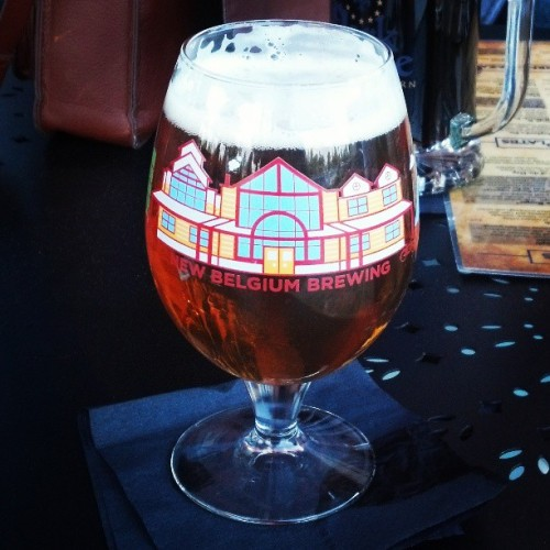 New Belgium IPA!  I have a little city on my glass :) #mondayregular, #newbelgium, #beer, #yay, #coolglass, #yum  (at Park Lane Tavern)