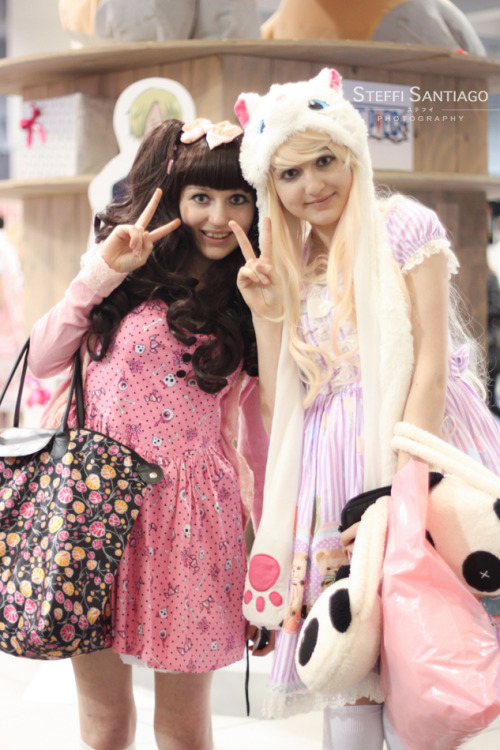 """Sister smiles"" Hyper Japan 2012 Winter/ Xmas"