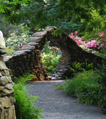 misaffection:  lianabrooks:  flowersgardenlove:  stone arch garden en Flowers Garden Love  I want something like this in my garden. It looks like it leads somewhere magical.  Stargates are found in the oddest places…   Add a sundial DHD = PERFECT