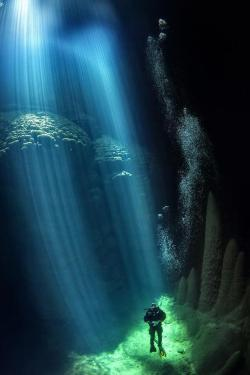 phroyd:  Anhumas Abyss Where Sunrays Touch The Ocean Floor Photographer Unknown Phroyd