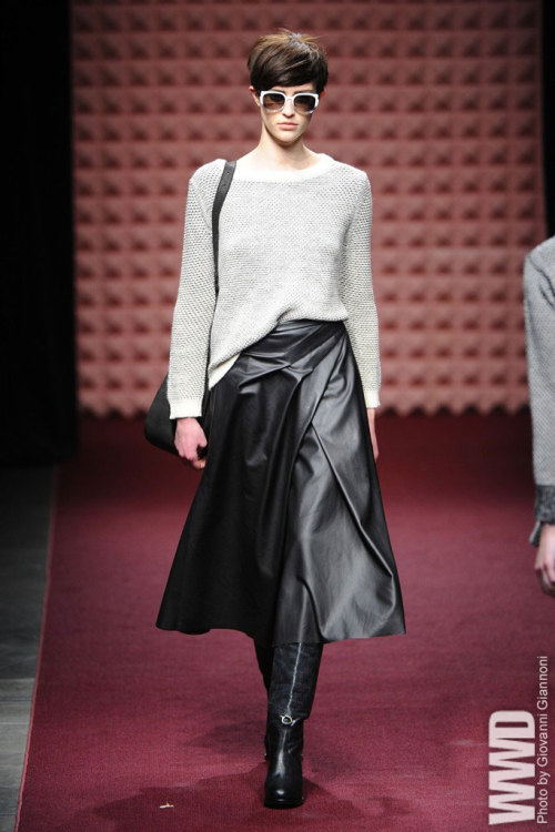 womensweardaily:  Rachel Comey RTW Fall 2013 Throughout, Comey amped up her use of leathers and other fabrics with a more luxurious feel, demonstrating an elevated polish and sophistication. For More For all WWD.com's RTW coverage  What would Brienne wear?
