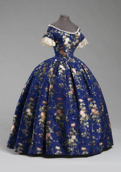 1850 1850s fashion crinoline silk brocade dress linen lace cotton lace floral dress victorian fashion dress history fashion history