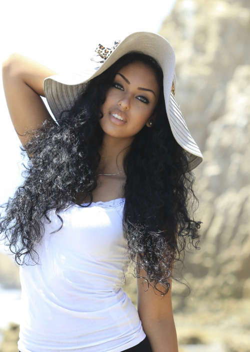 ibethatlioness:  pretty-africans:  Eritrean/Ethiopian  OMGGGGGGG! SHE IS FLIPPING GORGEOUS!