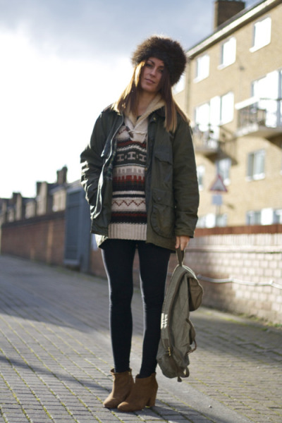 We love this accessorising in her Barbour