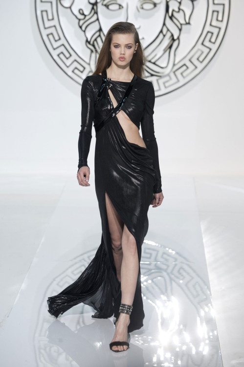 fashioninquality:  Lindsey Wixson at Versace Fall Winter 2013 | MFW