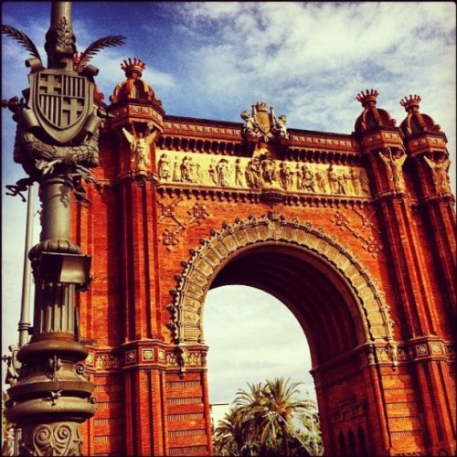 It's not just Paris that can boast having on Arc d' triople. Barcelona has its very own Arc d' Triomf too!