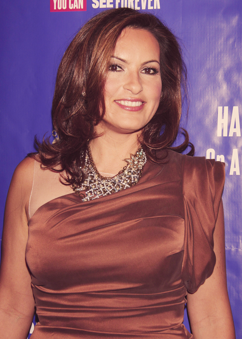An endless selection of pictures in which Mariska Hargitay is flawless - 14/? ♥