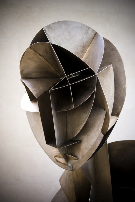vjeranski:  Sculpture by Naum Gabo.