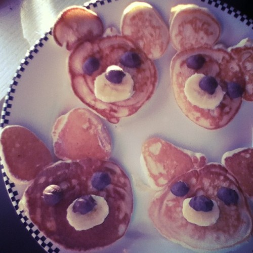 Peanut butter banana bear and bunny pancakes for my babies! 💗🐻🐰💗
