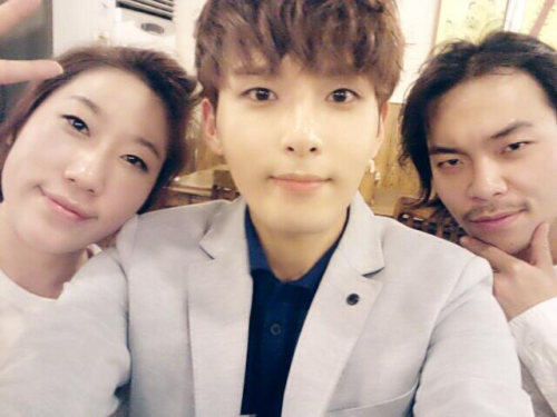 @ryeong9: 지수랑 영희누나랑 ~~^^!! 오늘 너무 고생많이했구 잼있었어요 ~~ 고마워요 캬캬 @ryeong9: With Jisoo and Younghee noona ~~^^!! It was hard work on you all today and it was fun~~ Thank you kyakya (cr)
