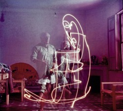 "Picasso ""Painting"" With Light, Photographs by Gjon Mili. 1949"
