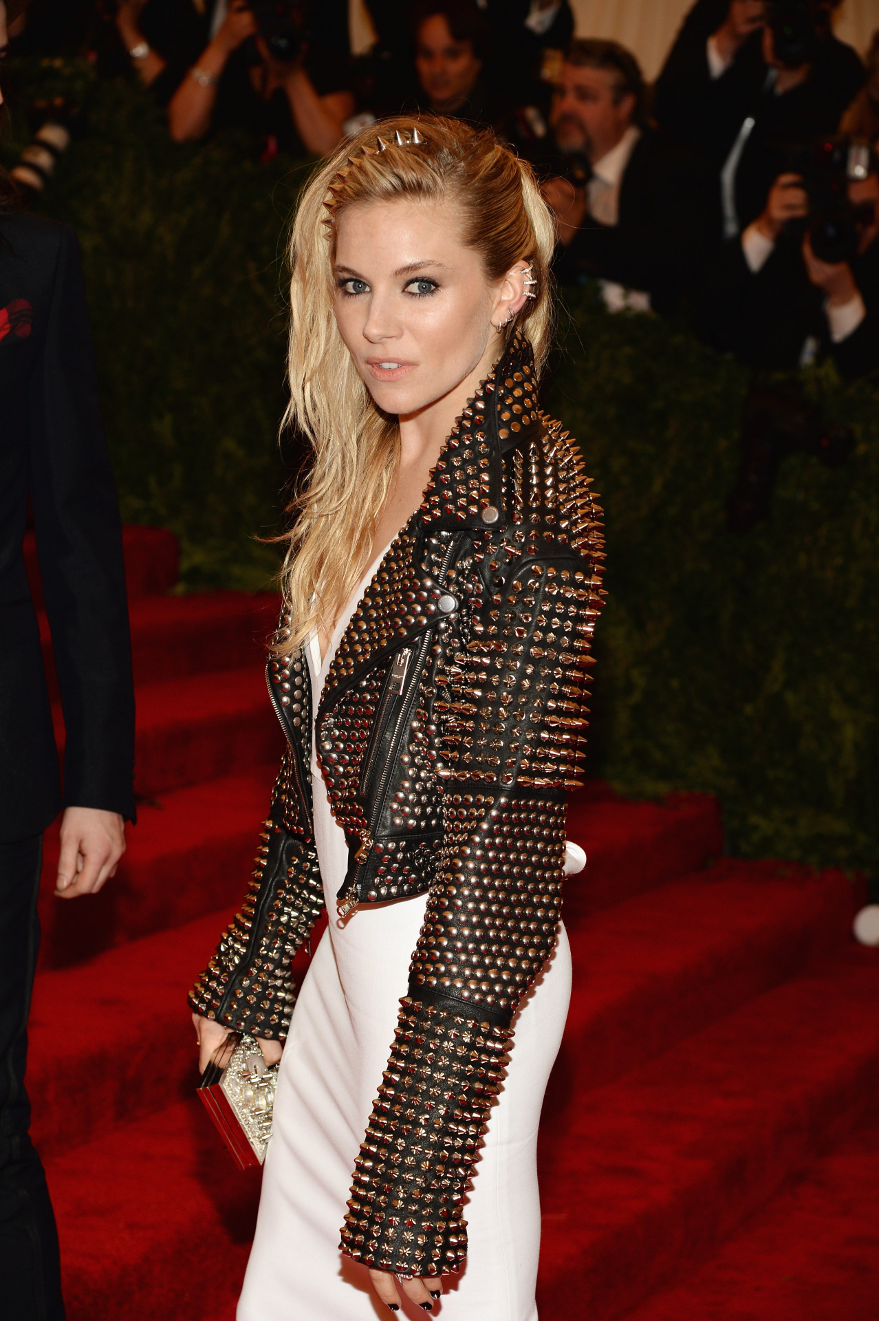 travelerg:  Sienna Miller - 2013 Met Gala at the Metropolitan Museum of Art, NYC