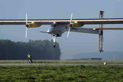 Huge Solar Plane Tries For First Transcontinental Flight : The Two-Way : NPR