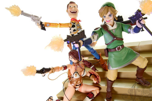 "figma-link:  Knights of Badassdom by ~theonecam [… XD]  …Yeah, I'll just write this one up on my list of ""greatest things I have ever seen"". (by theonecam)"