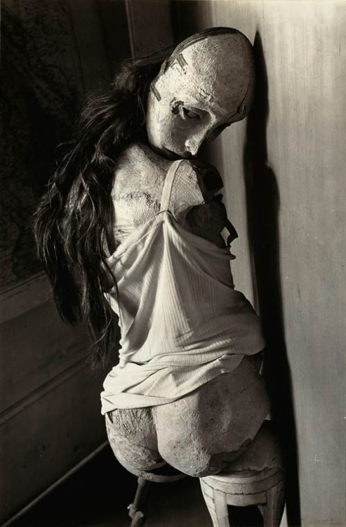 3liza:  Doll and photo by Hans Bellmer, one of my all time favorite photos by one of my all time favorite artists, and Giger's greatest influence, now almost forgotten.