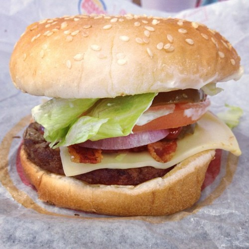 Wisconsin #Whopper Jr. with extra pickles and onions. 55 years of unhealthy excellence. #Food #FoodPorn #Burger #Hamburger #CheeseBurger #BurgerKing #Bacon #Cheese #Cheddar #FastFood #ExtraMayonnaise (at Burger King)
