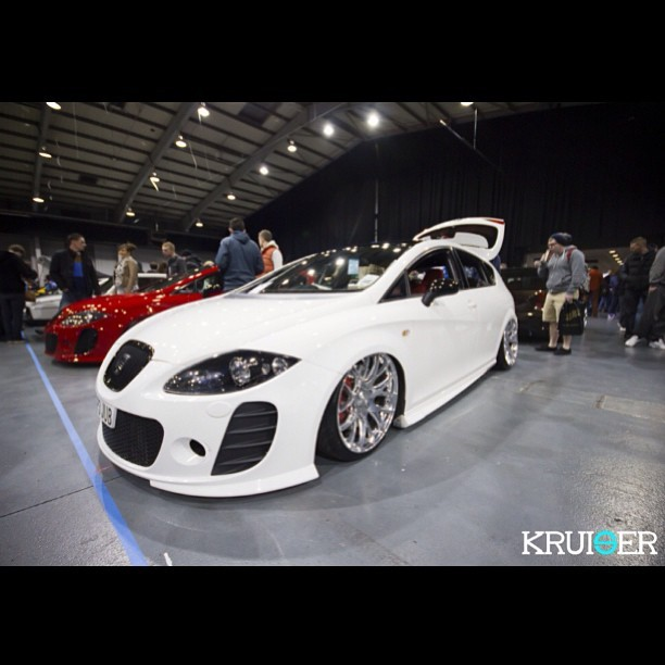 Someone buy me this seat please. #ultimatedubs2013 #seat #leon #white #kruiser #modified www.kruiser.co.uk