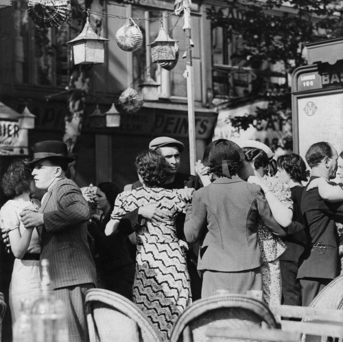 Street Dancing Paris 1938 Photo: Fritz Henle