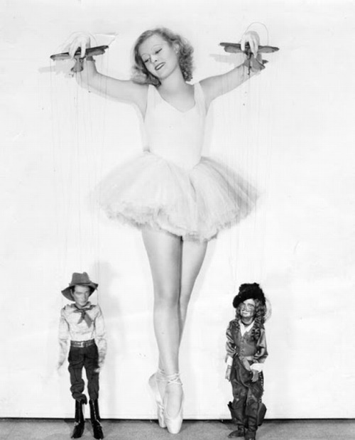 jazzvampire:  Lilian Harvey and her marionettes in I Am Suzanne! ('33). The puppets were created by the Yale Puppeteers of the famous Los Angeles Turnabout Theatre.