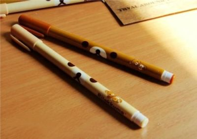 SAN-X Rilakkuma Gel-Ink Pens Designs: Korilakkuma (white) | Rilakkuma (brown) Type: Gel-Ink Pens Length: 14.5cm Black Ink 0.5mm tip SGD$1.80 each  Detail:
