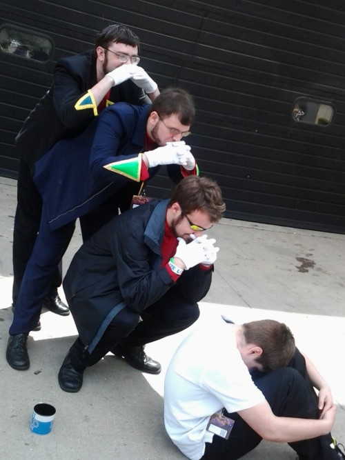 celtysturlusons:  this was my favorite picture from the con  Gendo has so many layers….