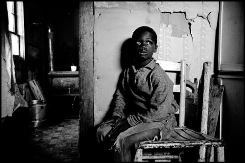 Leonard Freed - A poor child his home. South Carolina, 1963