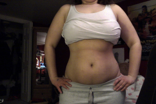 Tummy Tuesday ~190ish lbs, but I think I'm closer to 186. just some bloat from shark week & salty foods. Y'know, despite holding onto a lot of chubs that I'd rather be gone…I've been feeling pretty comfortable in my skin lately. As I've mentioned probably a lot before, lifting has definitely done a lot to change my body shape quite a bit. My tummy is still pretty soft, but it's also pretty shapely as well. Things will pick up. The weather is getting nicer, school is almost done…and I'm eager to get outside. I'm looking forward to summertime & having no commitments in the late evening so I can lift and get HYOOGE. A proper diet will always be a challenge while I'm living at home, and in the mean time I am happy to indulge in just being active as fuark.
