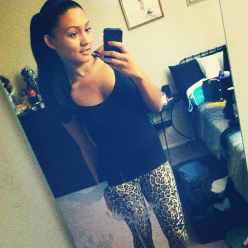 Studded flats; leopard leggings; black cami; a pony tail and mascara. Channelling my inner @snookinic 😘