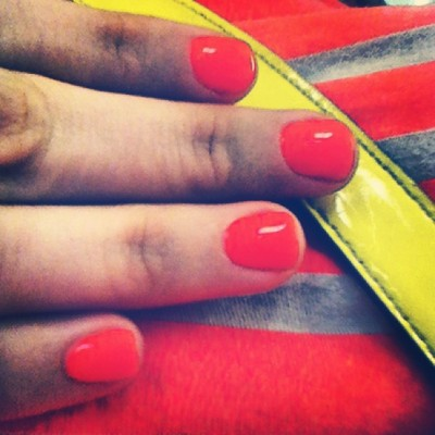 GUYS, IS NEON STILL ON TREND?! #hopeso #pamperedhands #TikiTikiLorange #Neon #Ontrend #bebright