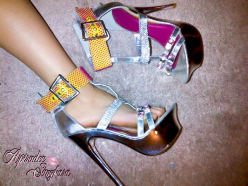 I love stilletoes and heels with rhinestones and diamonds <3