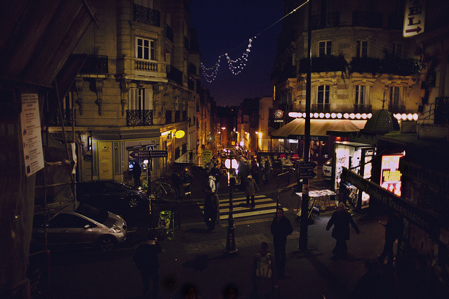 thecozythings:  montmartre at night by Jacqueline Harriet on Flickr.