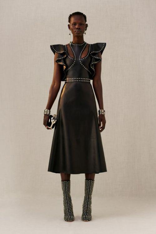 Alexander McQueen black dress leather dress studded fashion moda runway pasarela pre fall 2018