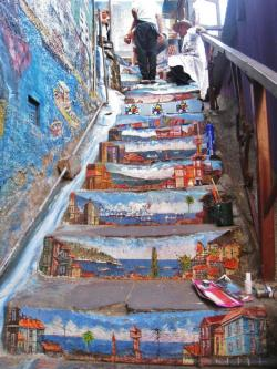 clouds-over-oceans:  Street art in Valparaíso, Chile.