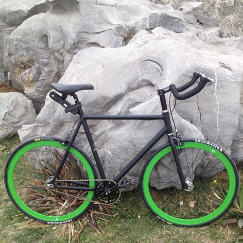 我新的死飞自行车~ My new custom-built extra-tall fixed gear/freewheel bicycle~ (at Magnetic Capital, Tianjin 天津奥城)