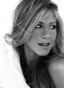 piccmag:  Jennifer Aniston Black & White