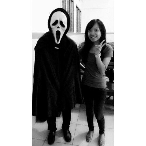 The Scream visited before AI class started ^^v #the #scream #costume #friend #igers #igdaily #instaphoto #photooftheday #potd #ootd #likeit  (at Kampus B STMIK MIKROSKIL)