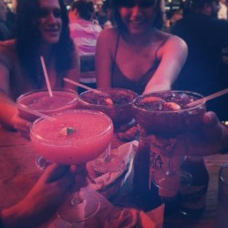 Tuesday nights~♥ #josetejas #friends #frozenmargaritas #dinner #drinks #girltime