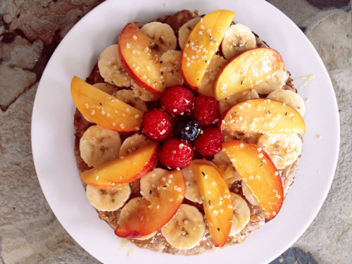 babytakeoffallyourarmor:  Toasted pita with almond butter, banana, peaches, berries, hemp seeds and honey. SO STOKED TO FIND PEACHES AGAIN