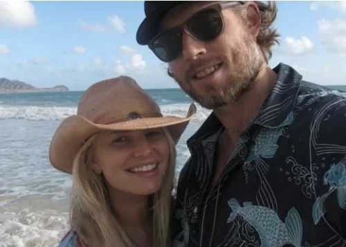 Jessica Simpson and Eric Johnson are apparently at odds due to Jessica's father, Joe Simpson. However, it may not be what you think. After Joe divorced Jess' mother Tina and rumors of a gay love affair surfaced, Jessica basically shunned her father for good. But, Eric thinks deep down that Joe is a good person and Jessica isn't being fair. Click the pic for more details.